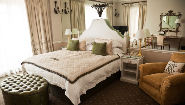 luxury_bedroom-e1463165553342.jpg